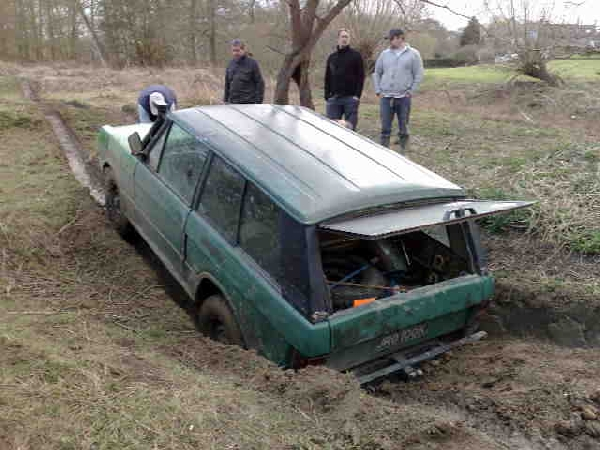 A rare sight, Pat stuck in the ruts in his concourse Rangie. (Picture by Martin Turner)